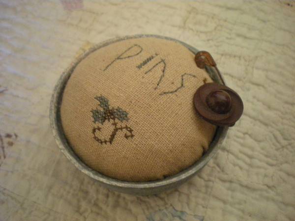 Pincushion in Lid
